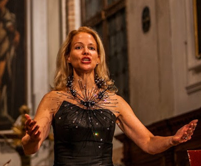Enjoy the glorious lushness of two sacred motets by A. Vivaldi in contrasting styles, plus instrumental music. Liesl Odenweller, Soprano - Venice Music Project Ensemble