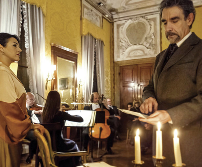 The Opera is a travelling show and each act is set in a different hall of Palazzo Medici Acquaviva. During the interval, our guests will be free to taste top quality prosecco and soft drinks.