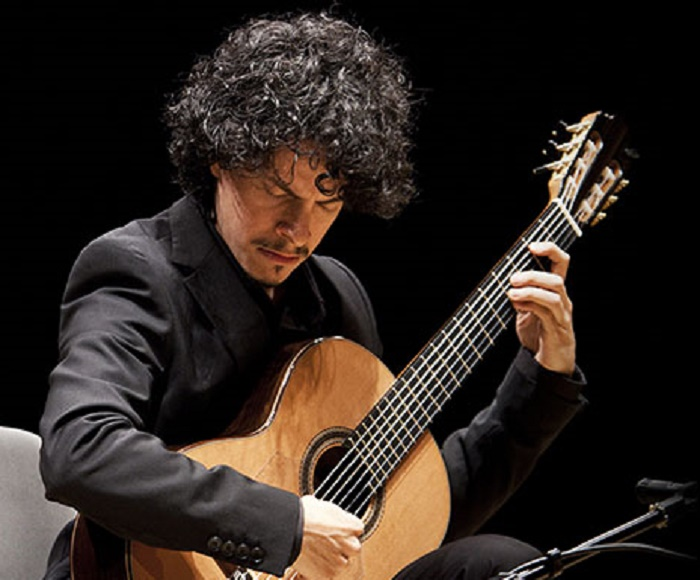 The multi-awarded guitarist returns to the Palau de la Música Catalana - Special guests: Barcelona Guitar Trio, Josué Fonseca and Martín Meléndez (violoncello)
