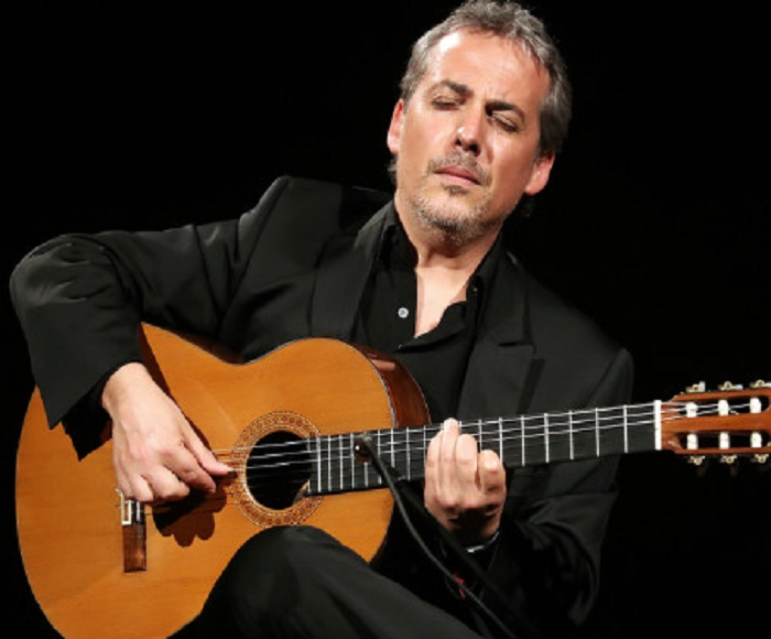 SAVE 15% WITH ONLINE BOOKING - Maestro PEDRO JAVIER GONZÁLEZ. The Flamenco character combines modernity and tradition.